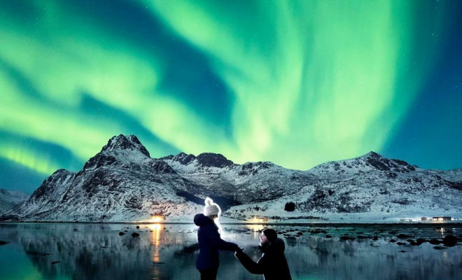 northern-lights-couple-proposal-dale-sharpe-3-58c162f074526_880