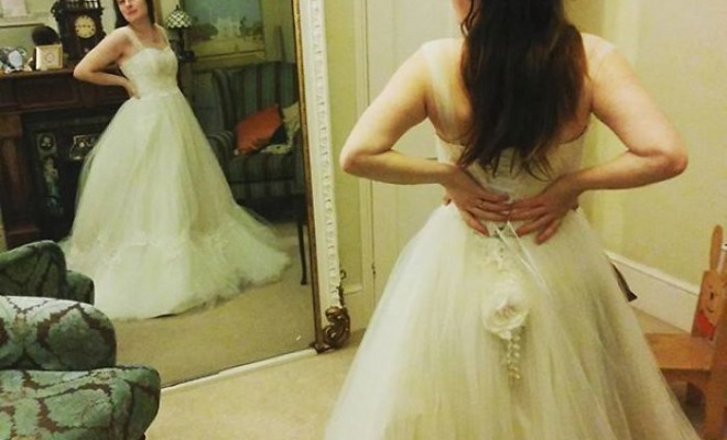 labour-of-love-54-hours-sewing-7-hours-spraying-to-create-this-incredible-dipdye-wedding-dress-5923fe67c05c7_700