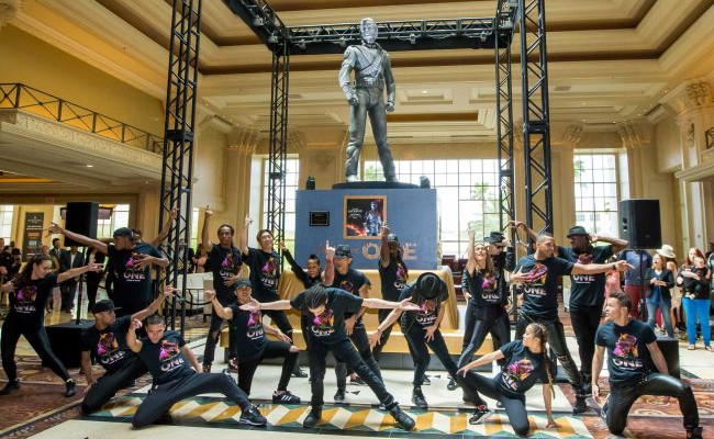 cast-of-mj-one-welcomes-michael-jackson-history-statue-13-hr