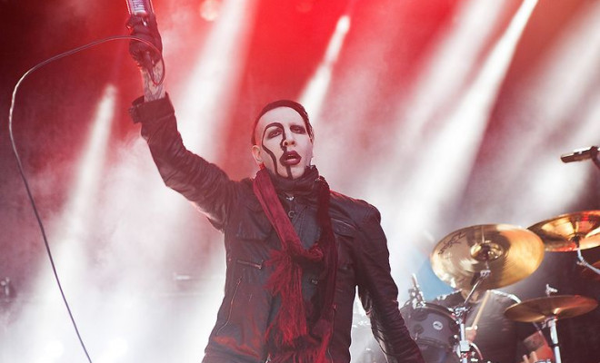 marilyn-manson-performs-during-the-smashing-pumpkins-and-marilyn-manson-the-end-times-tour